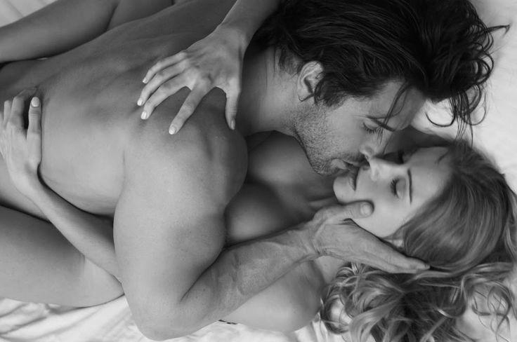 Парень разбудил девушку поцелуями, пухлыми соски видео